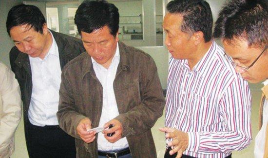县委书记胡小国视察公司