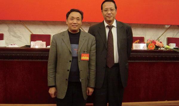 与原农业部副部长、中国畜牧业协会会长张宝文合影