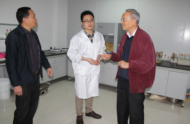 中国科学院院士吴常信莅临亚博app官网公司调研指导工作