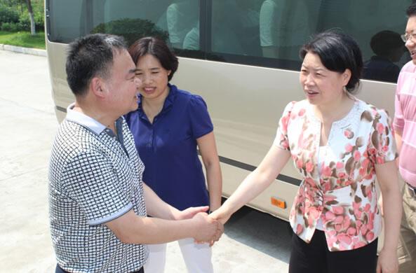 市长肖菊华莅临公司调研蛋品生产销售情况