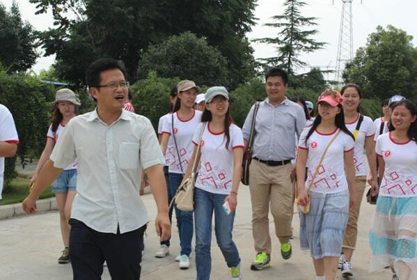 华中师范大学三好学生代表到我公司参观学习